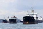 Thảm kịch giá dầu: Rẻ quá cướp biển còn chê