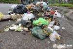 Ảnh: Cận cảnh thị xã ngập ngụa rác ngay giữa Hà Nội