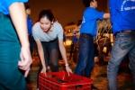 Hinh anh Hoa hau Nguyen Thi Loan mua dua ung ho ba con mien Trung 3