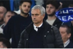 Thảm bại trước Chelsea: Trách ai bây giờ đây, Mourinho?