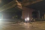 Ôtô ủi bay lan can cầu Thanh Trì, tài xế rơi xuống đất chết thảm