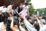 Bị tố ăn chặn tiền từ thiện miền Trung, Đàm Vĩnh Hưng bức xúc từ mặt danh ca nổi tiếng