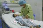 5 trẻ đồng loạt nhập viện, 1 trẻ chết đột ngột nghi do ăn vải?