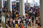 Sân bay Tân Sơn Nhất chật cứng giữa biển người về quê ăn Tết