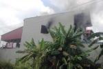 Giải cứu thanh niên mắc kẹt trong đám cháy khi đang ngủ
