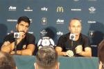 Iniesta: 'Thu về 300 triệu USD không bằng giữ lại Neymar'