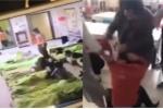 Video: Con bị đánh, phụ huynh đá liên tiếp vào mặt giáo viên
