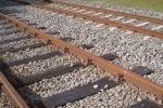 Vì sao quanh đường ray chỉ toàn đá mà không phải bê tông, đường nhựa?