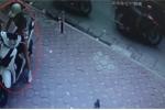 'Hotgirl' chân dài bẻ khoá, trộm xe SH trong nháy mắt
