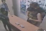 Hai phụ nữ giả bụng bầu vào siêu thị BigC trộm sữa