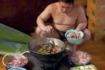 Cận cảnh bữa ăn khổng lồ của sumo Nhật