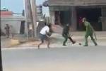 Video: Truy tìm nhóm thanh niên chửi bới, tấn công hai cảnh sát ở Quảng Ninh