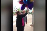 Người phụ nữ hạnh phúc được chồng tặng 41 quả bóng bay hình trái tim nhân ngày Quốc tế phụ nữ 8/3
