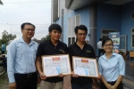 Khen thưởng hai 'soái ca' sửa hàng trăm xe hư hỏng trong trận mưa kinh hoàng ở Sài Gòn