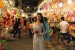 Người Sài Gòn chen chân ở phố đèn lồng trước thềm Trung thu