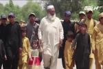3 người đàn ông vật lộn nuôi gần 100 con ở Pakistan