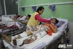 Tâm sự nghẹn ngào của nữ sinh sắp phải nghỉ học, kiếm tiền chữa bệnh cho mẹ