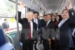 Tổng bí thư đi xe buýt, bách bộ quanh hồ Gươm
