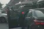 Video: Cảnh sát bao vây, nổ súng bắt tài xế chở 29 bánh heroin