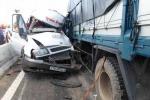 Xe khách đối đầu xe tải, nhiều người nhập viện