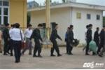 Khoảnh khắc xúc động khi 19 chiến sĩ được thả từ nhà văn hoá xã Đồng Tâm