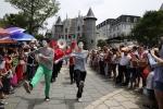 """Hàng nghìn du khách tham dự Tuần lễ """"Một thoáng nước Pháp"""" tại Bà Nà Hills"""