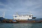 Ảnh: Tàu sắt không người lái trôi trên Biển Đông được lai dắt vào Bình Thuận
