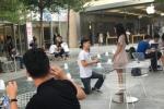 Chàng trai sống dè sẻn 1 năm trời để mua iPhone 7 cho bạn gái