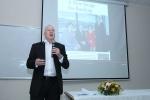 Sinh viên Thủ đô đặt câu hỏi chuyên gia tài chính hàng đầu thế giới