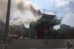 Trụ đường sắt đô thị Nhổn - Ga Hà Nội bốc cháy giữa trưa