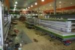Siêu thị trống không, dân Venezuela vượt biên mua hàng