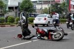 Cảnh sát truy tìm tài xế tông 2 thanh niên thương vong rồi bỏ trốn