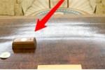 Sự thực khó tin về tác dụng của nút đỏ bí ẩn trên bàn làm việc của ông Trump