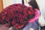 Ngày Quốc tế Phụ nữ 2017: Rộ dịch vụ thuê bó hoa 'khủng', túi hàng hiệu để 'sống ảo'