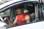 Công Vinh lái xe sang đến hội quân tuyển Việt Nam