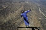 Kỷ lục thế giới: Cú nhảy ngoạn mục từ độ cao 7.600m không cần dù