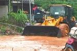 Bùn đỏ ngập quốc lộ, tràn vào nhà dân ở Nghệ An