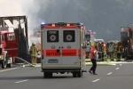 Xe buýt Đức bị thiêu rụi sau va chạm, 17 người mất tích