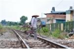 Xử lý lấn chiếm đường sắt, chủ tịch xã bị 'xin đôi mắt'