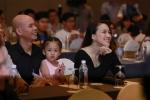 Phan Đinh Tùng hạnh phúc bên vợ xinh như hot girl và con gái đáng yêu