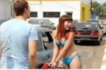 Mặc bikini được miễn phí tiền mua xăng