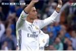 Ronaldo trở lại: Ghi bàn đẹp mắt, khoe nội y đặc biệt