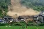 Lở đất như tận thế 'nuốt chửng' hàng chục ngôi nhà ở Trung Quốc
