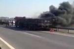 Clip container cháy ngùn ngụt trên cao tốc Hà Nội - Thái Nguyên