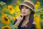 Nữ sinh Công nghiệp xinh đẹp giữa đồng hoa hướng dương