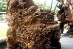 Đại gia Tuyên Quang khoe bộ bàn ghế gù hương ngũ long của hiếm
