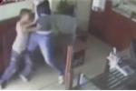 Tên cướp vũ trang bị cao thủ karate nhí đánh văng súng sau cú ra đòn nhanh như chớp'
