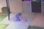 Video: Phẫn nộ cảnh cha bỏ rơi con gái 5 tuổi ngoài trời lạnh 4 độ C để đi 'đập phá'