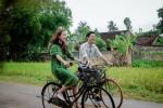 01 PHAN ANH & VAN HUGO DAP XE DAP DEN LANG CO DUONG LAM (1)