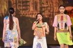 Thùy Chi khoe giọng hát trong veo trên sân khấu thời trang